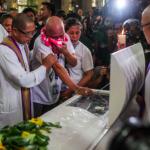 Photo lifted from: https://sa.kapamilya.com/absnews/abscbnnews/media/2017/news/08/26/20170826-burial-kian-delossantos-1-jc.jpg